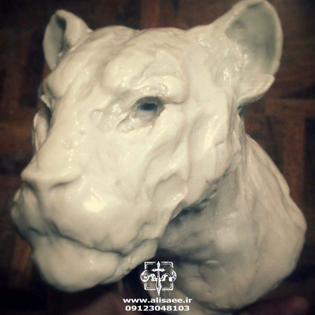 مجسمه شیر عای ساعی