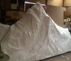 کوه اورست بصورت نقش برجسته اجرا گردیده است